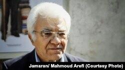 ناصر زرفشان، وکیل دادگستری و عضو کانون نویسندگان ایران