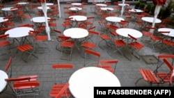 Köln - cafenea goala după impunerea restricțiilor menite să prevină răspândirea pandemiei de coronavirus