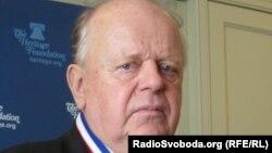 Беларусьтің тұңғыш президенті Станислав Шушкевич коммунизм құрбандарын еске алу қорының медалімен марапатталды. Вашингтон, 26 наурыз 2012 жыл.