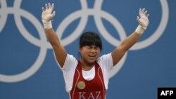 Лондон олимпиадасында алтын алып, кейін допинг қолданды деп айыпталған қазақстандық ауыр атлет Зүлфия Чиншанло.