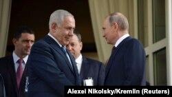 Vladimir Putin (sağda) və Benjamin Netanyahu, avqust, 2017-ci il