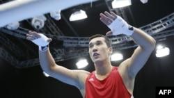 Лондон олимпиадасының күміс жүлдегері, қазақстандық боксшы Әділбек Ниязымбетовтың финалға шыққан сәті. Лондон, 8 тамыз 2012 жыл.