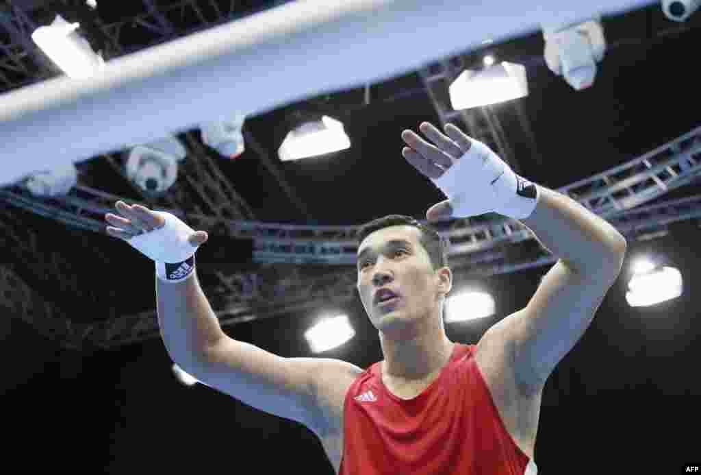 Серебряный призер лондонских Олимпийских игр по боксу Адильбек Ниязымбетов победил в полуфинальном бою. Лондон, 8 августа 2012 года.