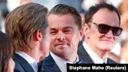 """Леонардо ди Каприо в компанията на Брад Пит и Куентин Тарантино на представяне на филма """"Имало едно време... в Холивуд"""""""