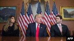 Избранный президент Дональд Трамп с супругой на Капитолийском холме 10 ноября 2016