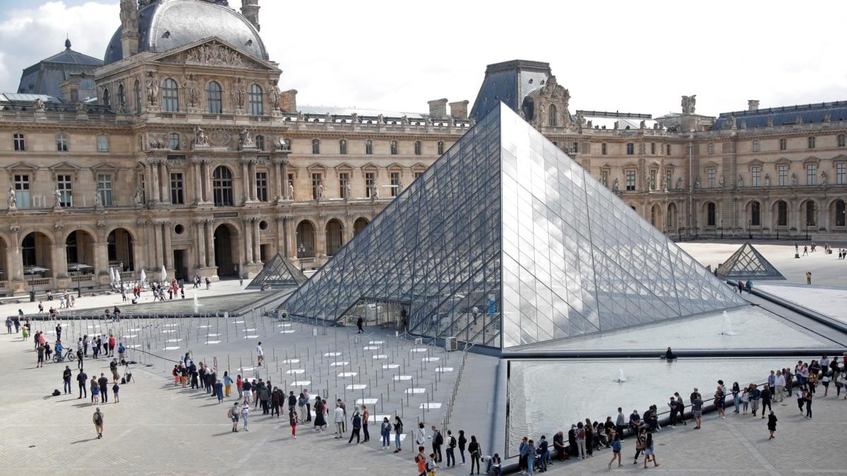 В условиях коронавирус: Лувр открылся после карантина (фотогалерея)