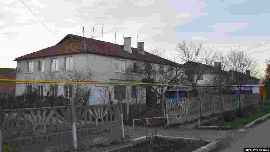 Двоповерхові будинки радгосп побудував для працівників станції тютюнництва