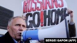Николай Статкевич на митинге против российской военной базы на территории Белоруссии. Октябрь 2015 года