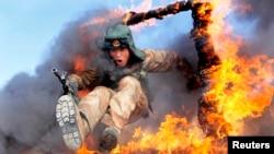 Китайский солдат на военных учениях. Иллюстративное фото.