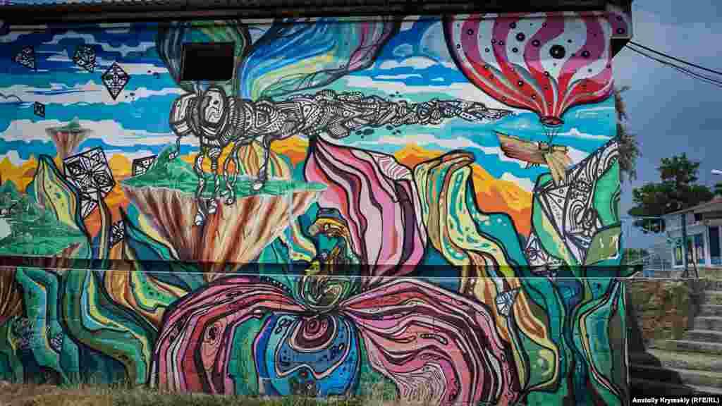 «Стрекоза» возле автостанции в Судаке