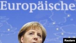 Ангела Меркель: надо и Грецию спасти, и правительство Германии