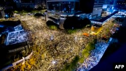 Демонстранты у одного из административных зданий Гонконга. 28 сентября 2014 года.