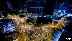 Ҳонг Конгдаги талабалар 26 сентябрьдан бери демократик ўзгаришлар талаби билан норозилик намойишларини ўтказмоқда.