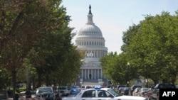 АҚШ конгресінің сыртқы көірінісі. 23 тамыз 2011 жыл.