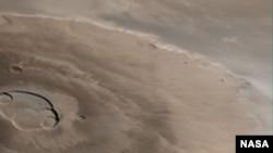 Олимп. Высочайший вулкан из известных в Солнечной системе. Высота вулкана 27 километров