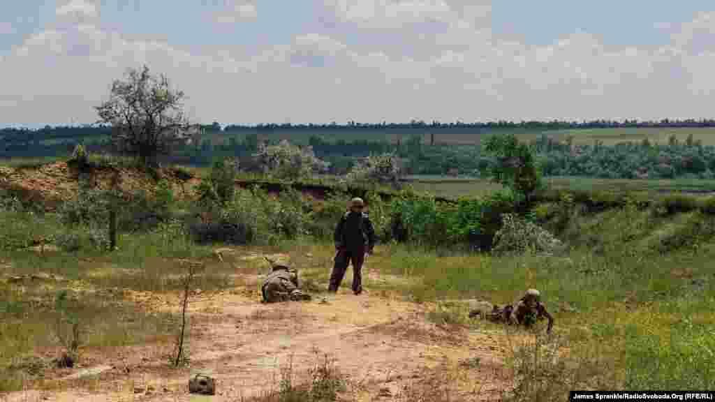 Бійці роблять розтяжки на передовій біля Дзержинська та Горлівки