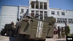Марьинка елді мекеніндегі бекінісінде тұрған украин әскерилері. Донецк облысы, Украина, 5 маусым 2015 жыл.