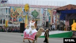 Празднование Наурыза. Алматы, 22 марта 2006 года.