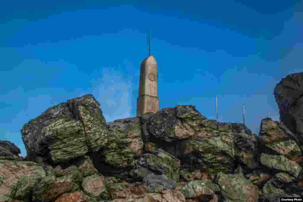 В докосмическую эпоху на вершине Ештеда стояла скромная горная хата. Поскольку в Чехии нет очень высоких гор, чехи с удовольствием поднимаются на невысокие. Среди членов местного клуба альпинистов - ветераны с тысячами восхождений на Ештед.