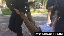 Алматыда полиция ондаған адамды ұстады