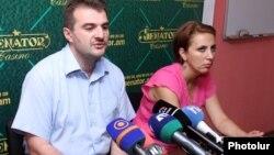 Аргишти Кивирян и Ани Кагинян на встрече с журналистами, ЕРеван, 2 августа 2013 г.