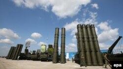 موشک ضدهوایی «اس -۳۰۰» قابلیت رهگیری ۱۰۰ هدف را به صورت همزمان دارد.