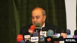 علاوي متحدثاً في مؤتمر صحفي ببغداد