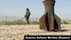Российский военный инженер по разминированию в Дейр-эз-Зоре.