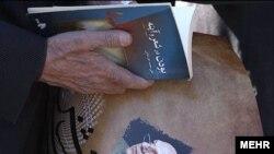 دكتر حقشناس استاد زبان شناسى دانشگاه تهران و مولف ومترجم دهها كتاب بسيار معتبر در حوزه زبان شناسى و ادبيات و همچنين رییس هياتى بود كه فرهنگ انگليسى به فارسى «هزاره» را تاليف كرد.