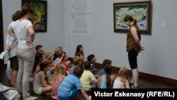 Германиядагы окуучулар музейде.