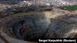 """""""Мир"""" кенішінде. Саха республикасы, Ресей, 30 тамыз 2001 жыл. (Көрнекі сурет.)"""