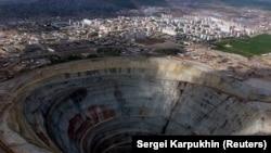 """Кимберлитовые трубки на шахте """"Мир"""" в Якутии. 30 августа 2001 года."""