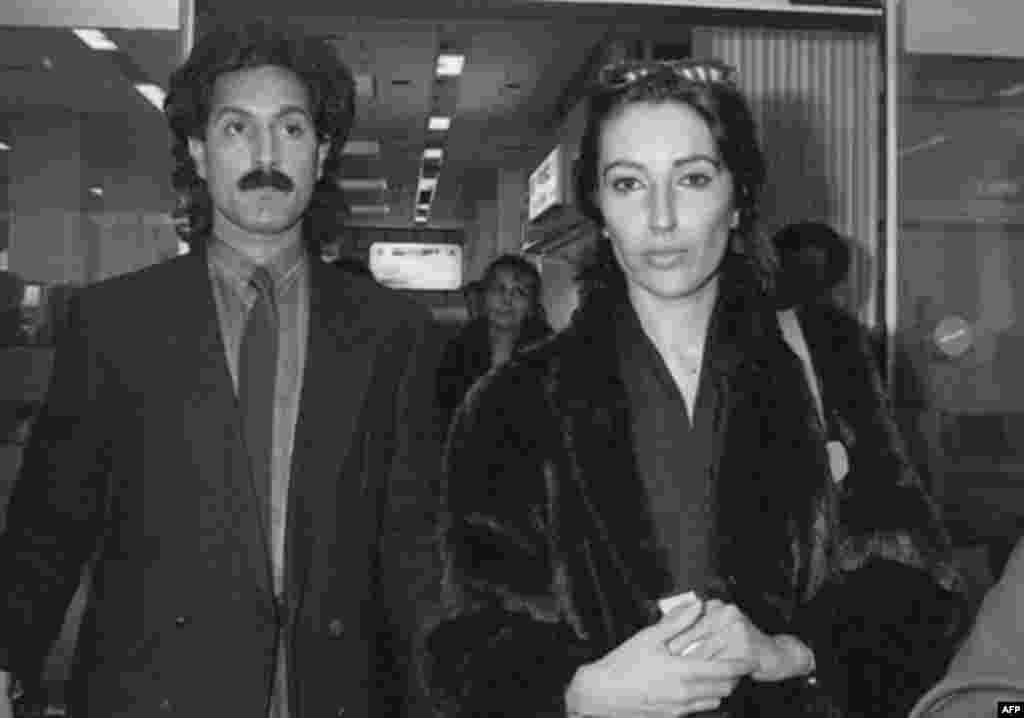 در سال 85 و پیش از بازداشت، کشته شدن مرموز شهنوار بوتو، برادر بی نظیر بوتو، موجب شد تا به همراه همسر خواهرش به بندر نیس فرانسه (محل قتل برادرش) برود. شهنواز در ژوئیه سال 85 میلادی به قتل رسیده بود