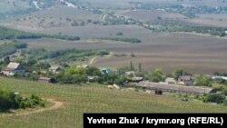 Вид с вершины Аю-Кая на село Оборонное (Камары)