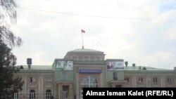 """Железнодорожная станция """"Бишкек-2"""", Бишкек, 20 апреля 2012 года."""