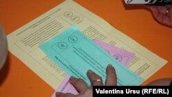 Buletinele de vot la referendumurile din 2 februarie din autonomia găgăuză