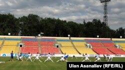 Тренировка сборной на стадионе.