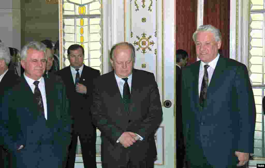 Леонід Кравчук, Станіслав Шушкевич та Борис Єльцин після підписання договору про створення СНД, Мінськ, 8 грудня 1991 року