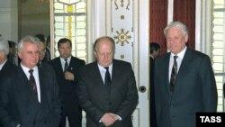 Cei trei lideri după semnarea documentului istoric
