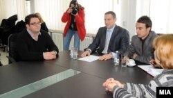 Министерот за здравство Никола Тодоров и претседателот на Самостојниот синдикат на Клинички центар д-р. Дејан Ставриќ на средба во Скопје на 19 декември 2012.