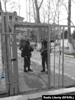 """""""Зеленые человечки"""" на территории занятой украинской воинской части"""
