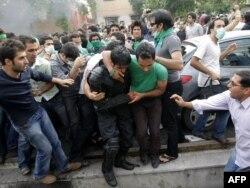 """Беспорядки в Тегеране во время """"Зеленой революции"""""""