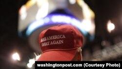 Ілюстративне фото. Напис на кепці: «Поверніть Америці велич»