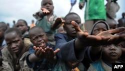 Raseljena deca iz Konga mole za hranu - iz arhive