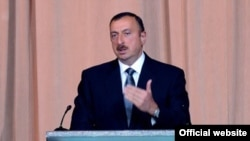 Իլհամ Ալիեւը ելույթ է ունենում Հանրապետության օրվան նվիրված հանդիսությանը, Բաքու, 27-ը մայիսի, 2010թ.