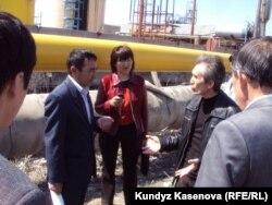 Члены инспекционной комиссии по разливам нефти в Актюбинской области.