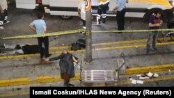 Место теракта в аэропорту Ататюрка.