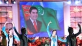 Официальные СМИ Туркменистана пытаются идеализировать уровень жизни, утверждая, что страна живет в «эпоху величия и счастья».