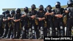 Forțele de ordine de la Chișinău astăzi în fața demonstranților opoziției
