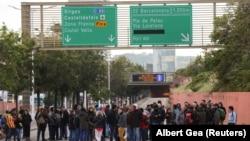 Протестующие блокируют одну из автотрасс в окрестностях Барселоны